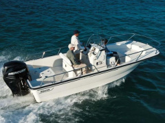 Boston Whaler 190 Montauk Deck Boat