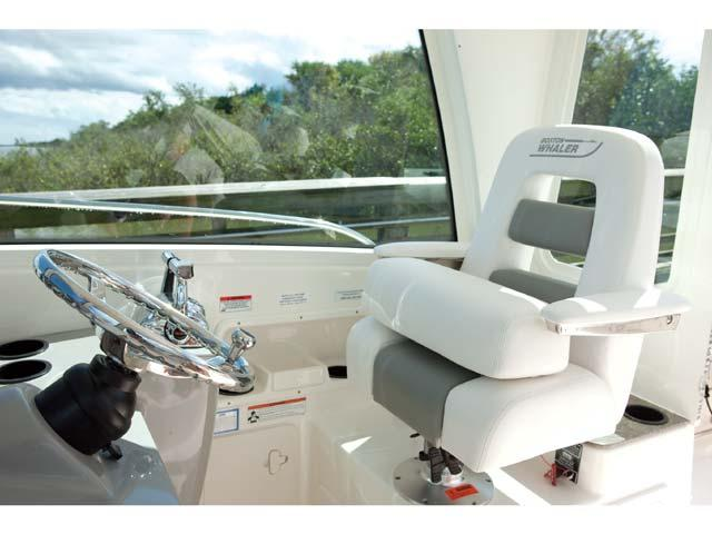 esterno Boston Whaler 285 Conquest Pilothouse Barca nuova
