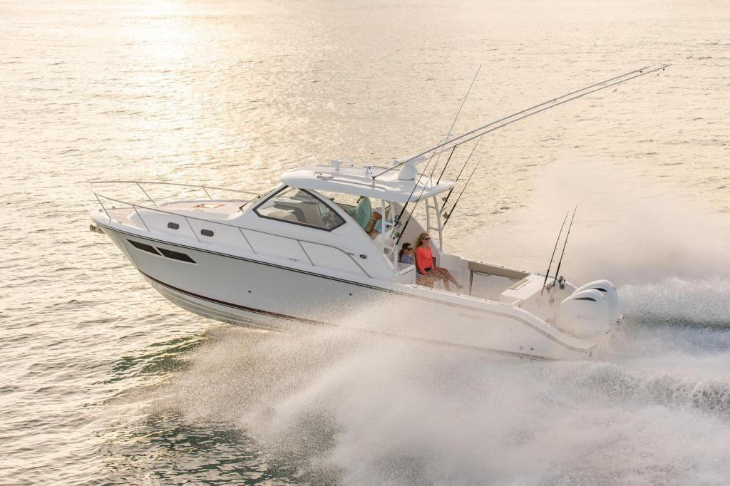 Exterior Pursuit Offshore OS 355 New Boat