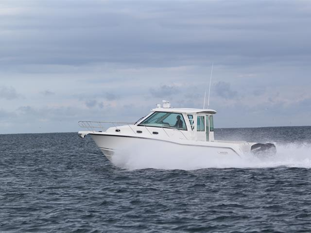 Aussenansicht Boston Whaler 345 Conquest Pilothouse Neuboot