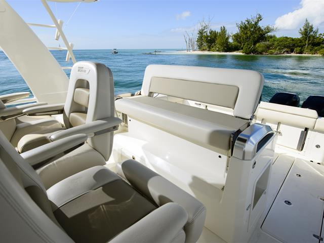 Exterior Boston Whaler 420 Outrage New Boat