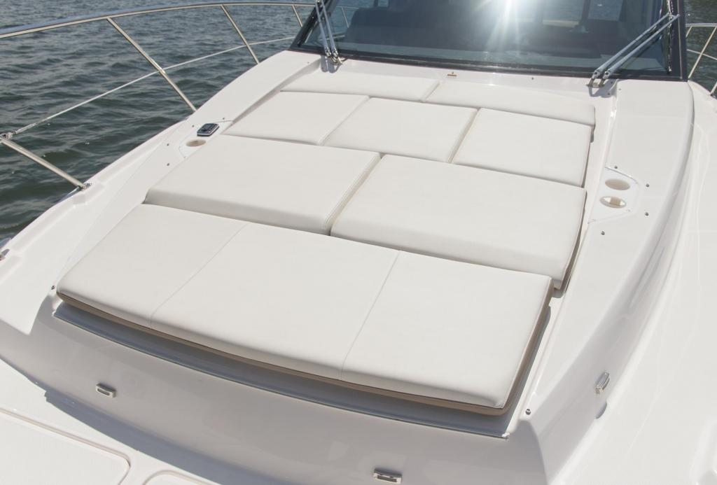 Exterior Regal 42 FLY New Boat