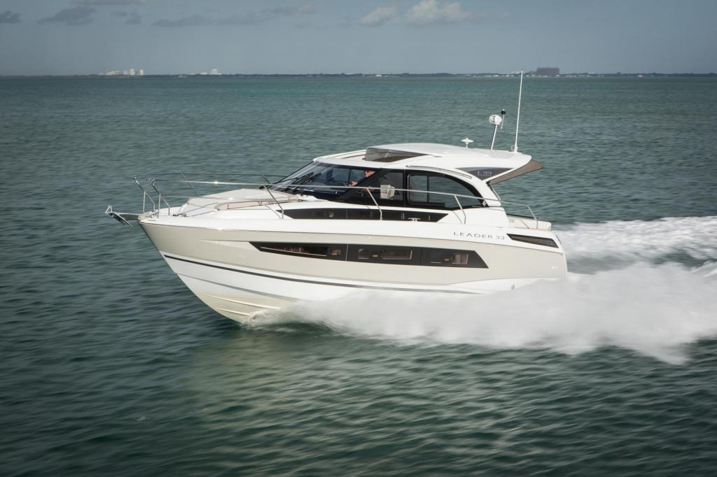 Exterior Jeanneau Leader 33 New Boat