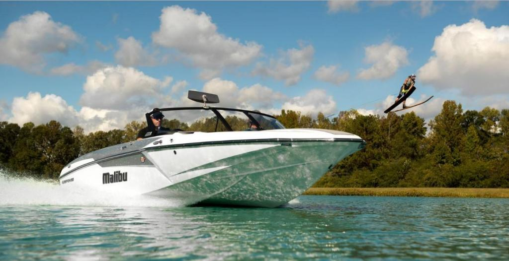 Exterior Malibu Repsonse TXi Closed Bow New Boat