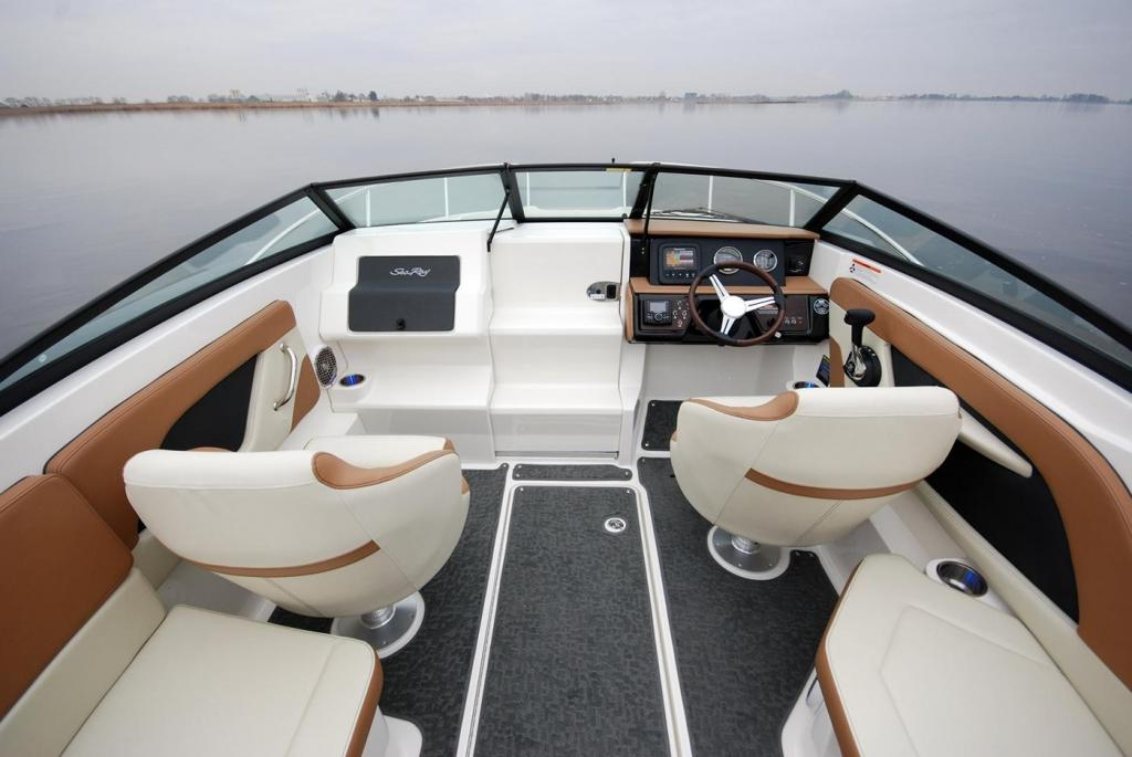Aussenansicht Sea Ray Sunsport 230 Neuboot