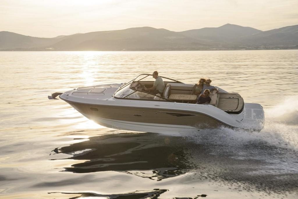 Exterior Sea Ray Sunsport 250 New Boat