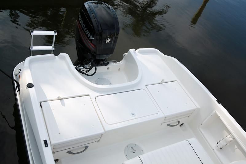Aussenansicht Bayliner Element F18 Neuboot