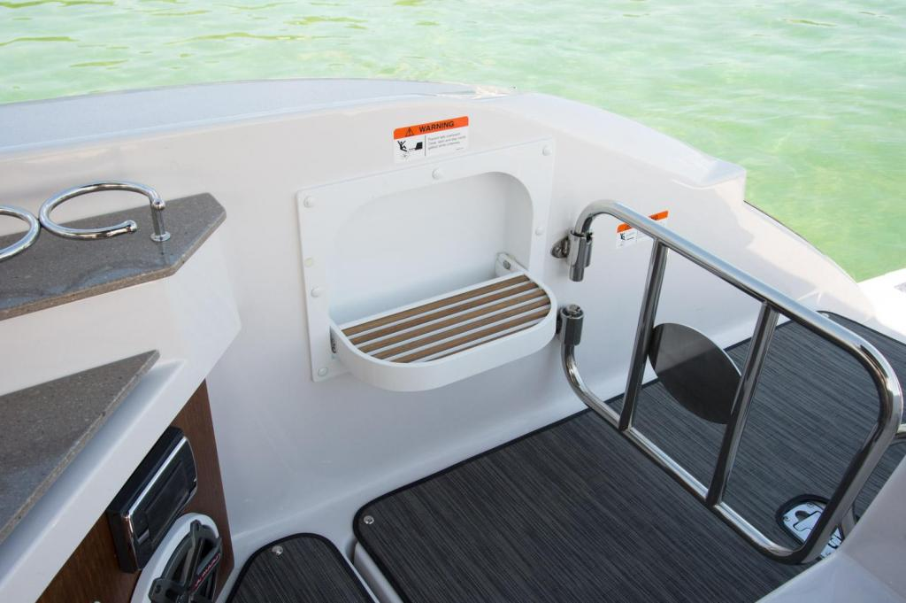 Exterior Four Winns H 350 OB New Boat