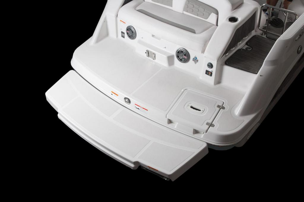 Exterior Four Winns HD 220 Surf New Boat