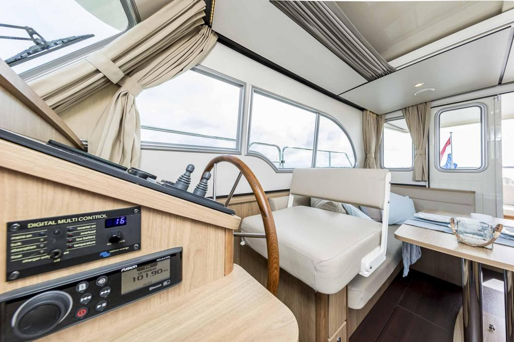 Exterior Linssen Grand Sturdy 30.0 Sedan New Boat