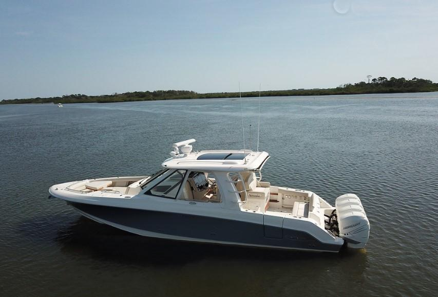 Exterior Boston Whaler 380 Realm New Boat