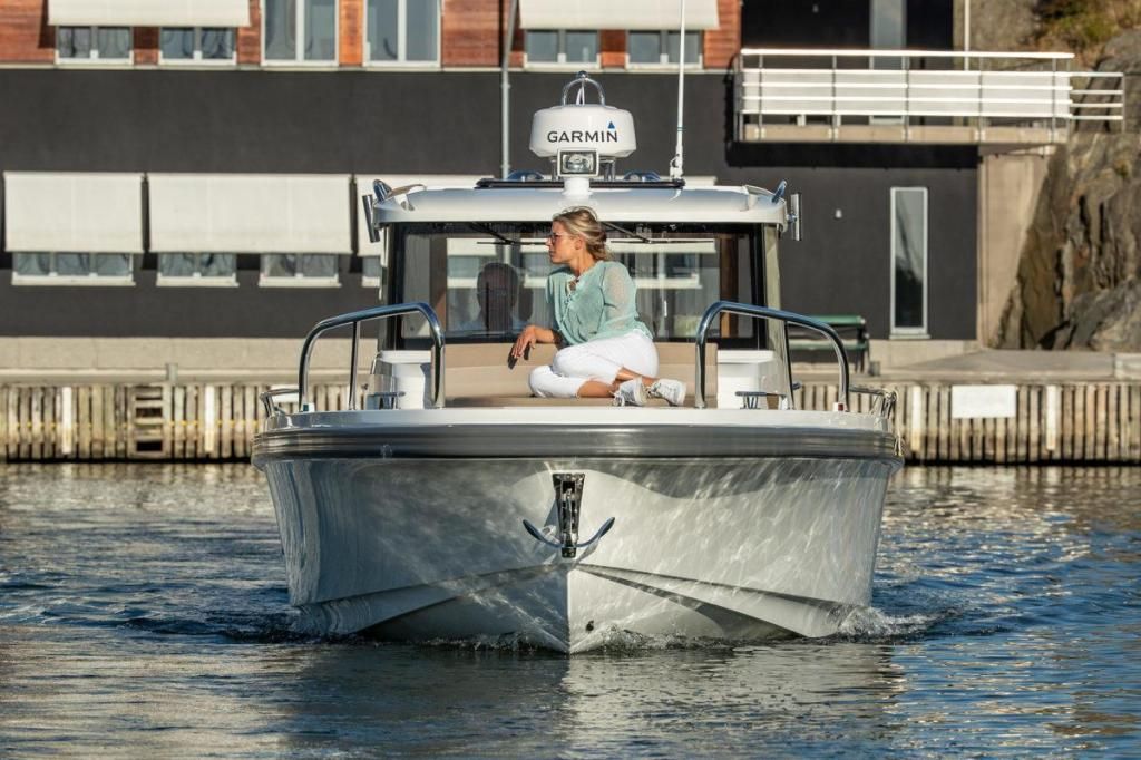 Exterior Nimbus Commuter 9 New Boat