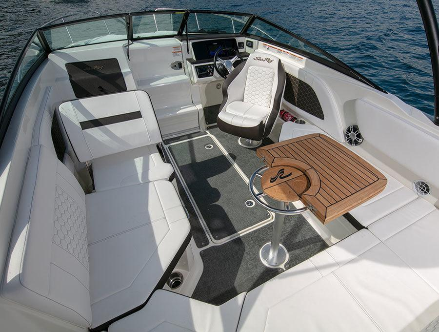 Aussenansicht Sea Ray Sunsport 230 OB Neuboot