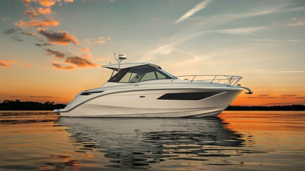 Exterior Sea Ray Sport Cruiser 320 Sundancer Coupe New Boat