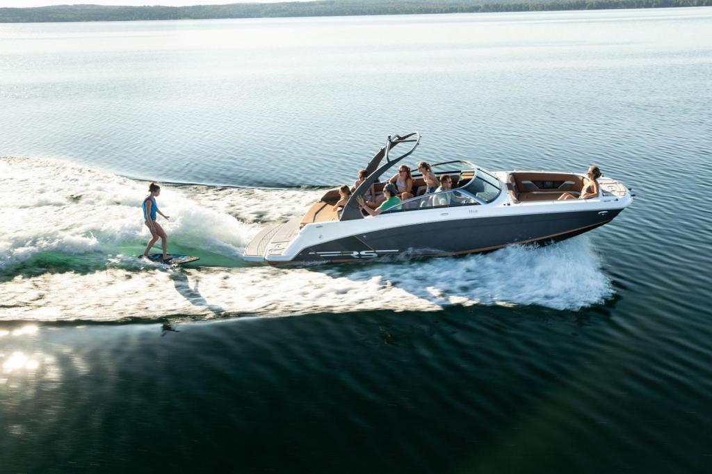 Exterior Four Winns HD5 RS Surf New Boat