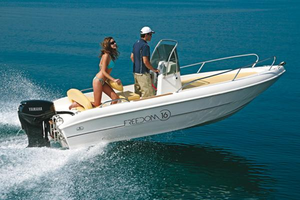 Exterior Capelli Freedom 16 New Boat