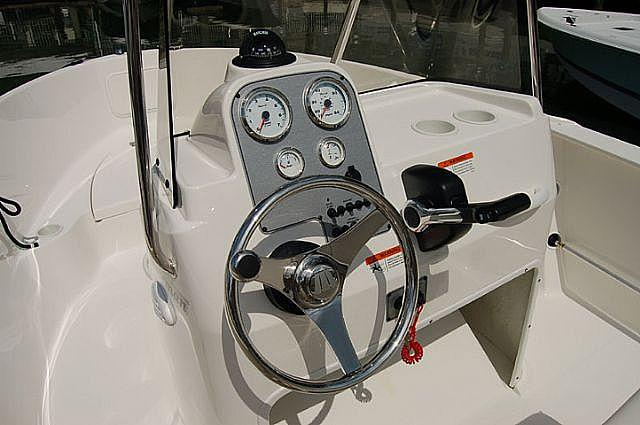 Aussenansicht Wellcraft Fisherman 180 Neuboot