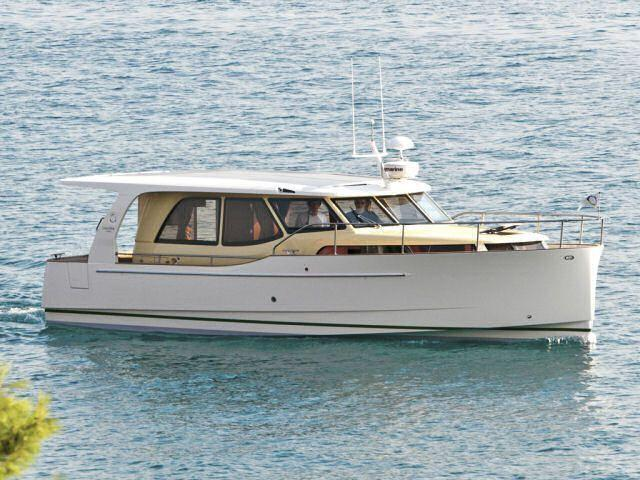 Exterior Greenline 33 New Boat